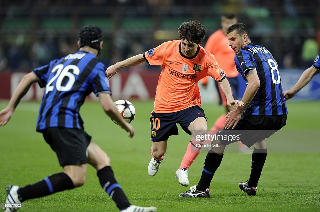Thiago Motta of Inter Milan competes for the ball with Lionel Andres Messi of Barcelona during the UEFA Champions League Semi Final First Leg match between Inter Milan and Barcelona at Giuseppe Meazza Stadium on April 20, 2010 in Milan, Italy.