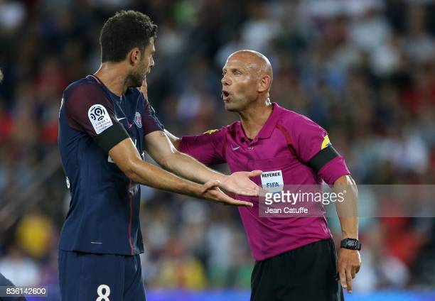Thiago Motta of PSG argues with referee Amaury Delerue during the French Ligue 1 match between Paris Saint Germain and Toulouse FC at Parc des...