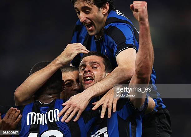 Thiago Motta with his teammates of FC Internazionale Milano celebrates after scoring the second goal during the Serie A match between SS Lazio and FC...