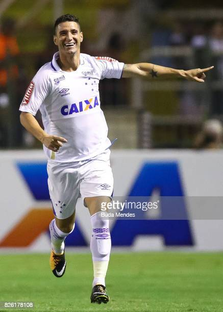 Thiago Neves of Cruzeiro celebrates a scored goal during a match between Vasco da Gama and Cruzeiro as part of Brasileirao Series A 2017 at Raulino...