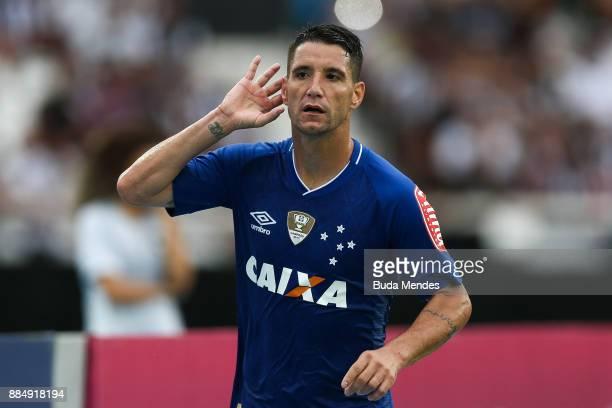 Thiago Neves of Cruzeiro celebrates a scored goal during a match between Botafogo and Cruzeiro as part of Brasileirao Series A 2017 at Nilton Santos...