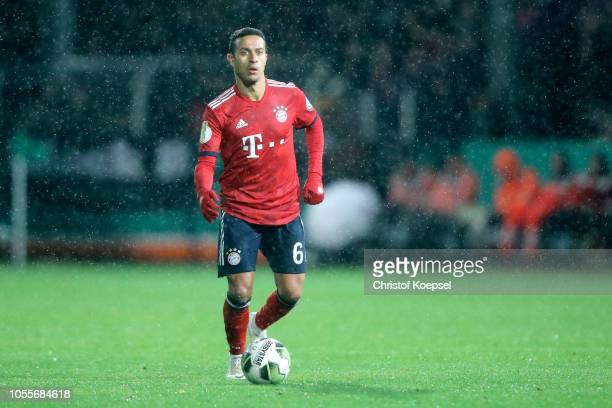 Thiago of Bayern runs with the ball during the DFB Cup match between SV Rodinghausen and FC Bayern Munich at HackerWiehenstadion on October 30 2018...