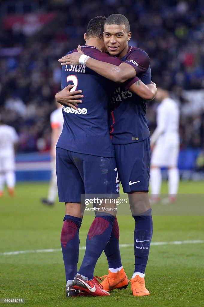 Paris Saint Germain v Metz - Ligue 1