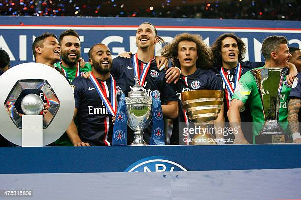 Thiago Silva Salvatore Sirigu Lucas Zlatan Ibrahimovic David Luiz Edinson Cavani Nicolas Douchez and their teammates celebrates the victory of the...