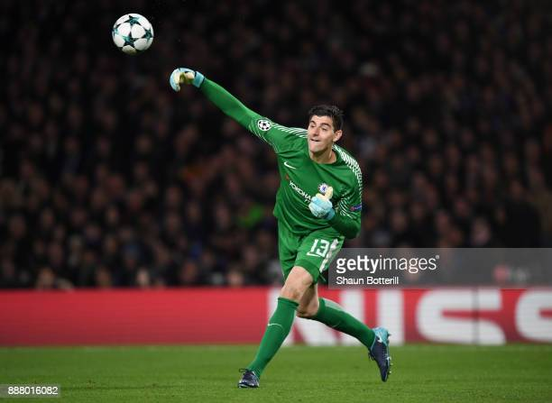 Thibaut Courtois of Chelesa throws the ball during the UEFA Champions League group C match between Chelsea FC and Atletico Madrid at Stamford Bridge...