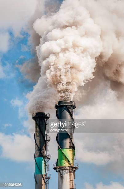 thick chimney smoke polluting the atmosphere - climate change stock pictures, royalty-free photos & images