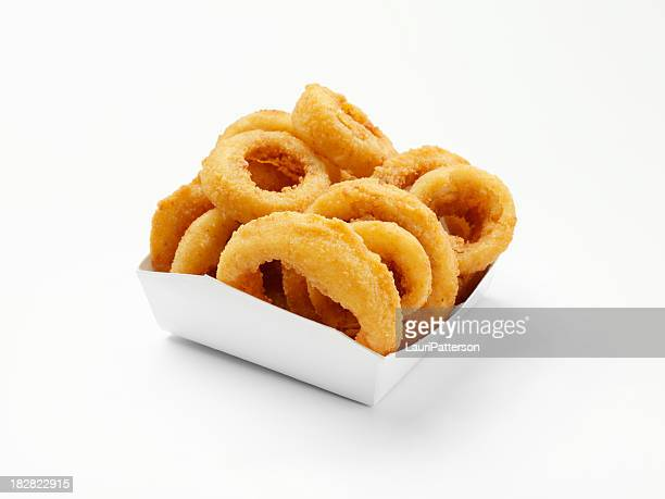 Rondelles d'oignon coupe épaisse dans une boîte à emporter