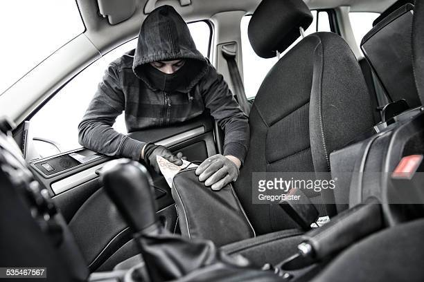 Thief in a mask hijacks the car