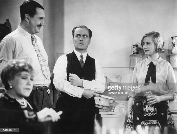 Thiele Hertha Actress Germany * Scene from the movie 'Kleiner Mann was nun' with Ida Wuest Fritz Kampers und Hermann Thimig Directed by Fritz...