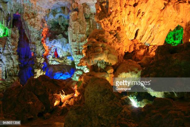 thien cung cave in halong bay - gwengoat stock pictures, royalty-free photos & images