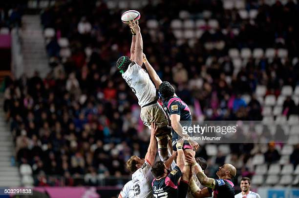 Thierry Dusautoir of Stade Toulousain catches the ball during the Top 14 game between Stade Francais and Stade Toulousain at Stade Jean Bouin on...