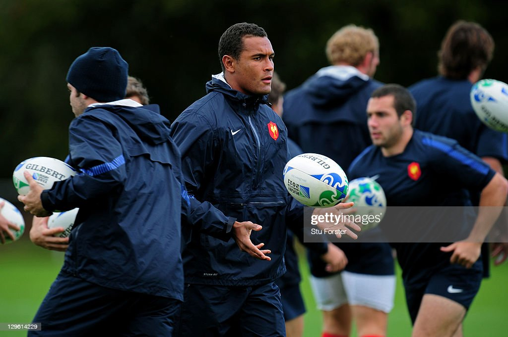Thierry Dusautoir (C) the captain of France runs through drills during a France IRB Rugby World Cup 2011 training session at Onewa Domain on October 19, 2011 in Takapuna, New Zealand.