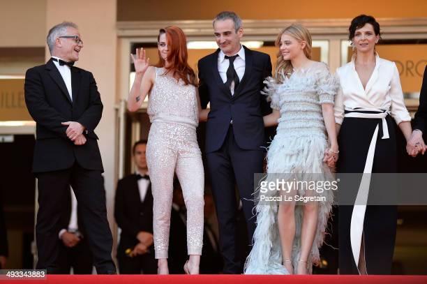 Thierry Fremaux Kristen Stewart director Olivier Assayas Chloe Grace Moretz and Juliette Binoche attend the 'Clouds Of Sils Maria' premiere during...