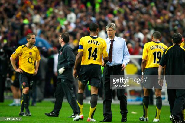 Thierry Henry and Arsene Wenger head coach of Arsenal looks dejected during the Champions League Final match between Barcelona and Arsenal at Stade...