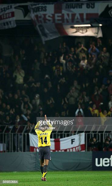 Thierry Henry of Arsenal applauds the fans after the UEFA Champions league Group B match between Sparta Prague and Arsenal at The Sparta Stadium on...