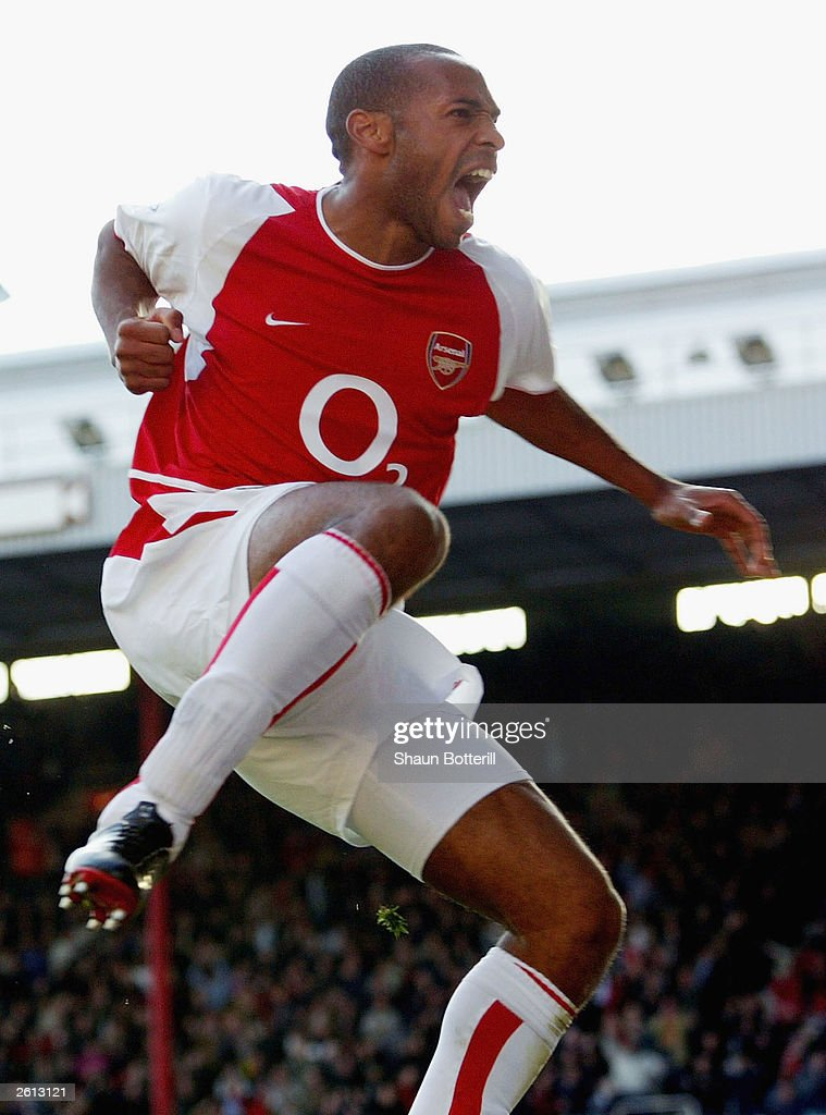 Tierry Henry of Arsenal celebrates scoring the second goal  : News Photo