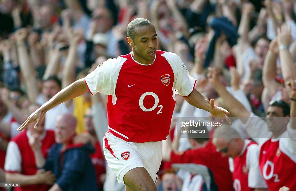 Henry celebrates scoring their first goal : News Photo