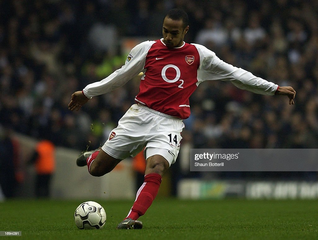 Thierry Henry of Arsenal prepares to strike the ball... : News Photo
