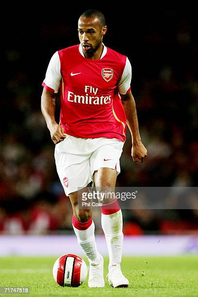 Thierry Henry of Arsenal runs with the ball during the UEFA Champions League Qualification Third qualifying round second leg match between Arsenal...