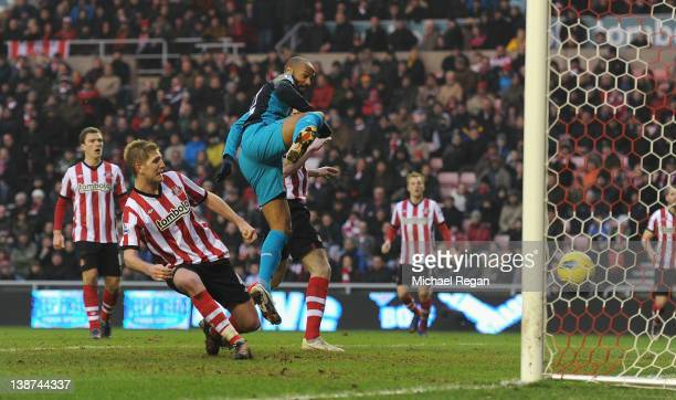 Thierry Henry of Arsenal scores to make it 21 during the Barclays Premier League match between Sunderland and Arsenal at the Stadium of Light on...