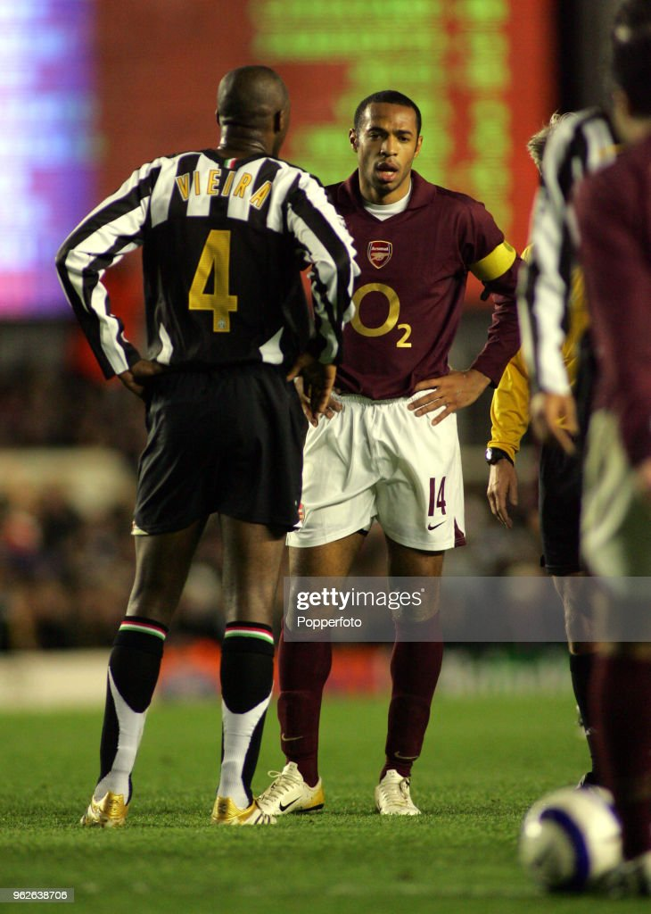 new concept 6fb7c 44d9e Thierry Henry of Arsenal with former teammate Patrick Vieira ...