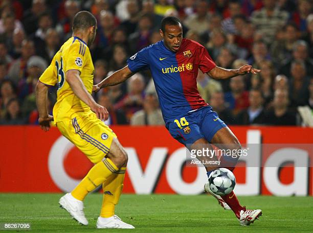 Thierry Henry of Barcelona is closed down by Alex of Chelsea during the UEFA Champions League Semi Final First Leg match between Barcelona and...