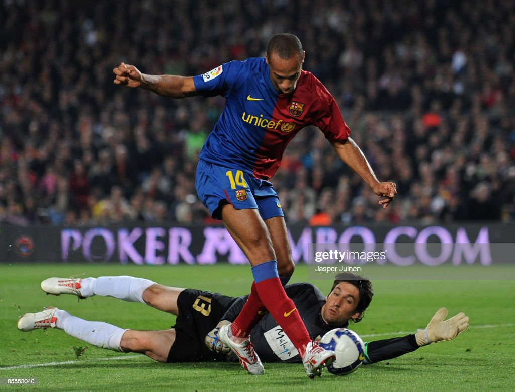 Thierry Henry (C) of Barcelona scores his team's third goal past goalkeeper Inaki Goitia of Malaga during the La Liga match between Barcelona and Malaga at the Camp Nou Stadium on March 22, 2009 in Barcelona, Spain.