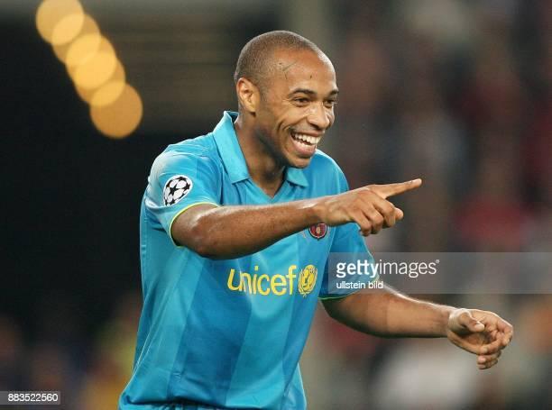 Thierry Henry Stuermer FC Barcelona Frankreich mit ausgestrecktem Zeigefinger