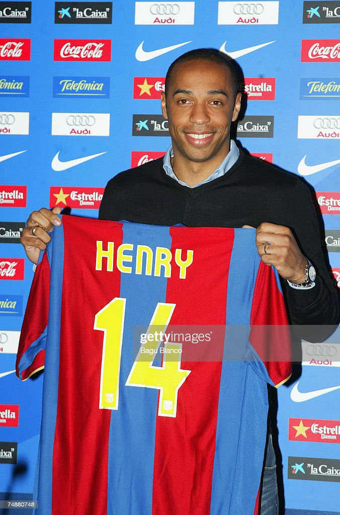 Thierry Henryposes with his new shirt during the press conference to announce Henry's signing with FC Barcelona, on June 25, 2007, in Barcelona, Spain. (Photo by Bagu Blanco/Getty Images).
