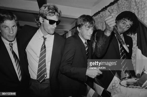 Thierry Tulasne Guy Moretton Yannick Noah et Henri Leconte célèbrent leur victoire en Coupe Davis dans une discothèque d'AixenProvence le 4 octobre...