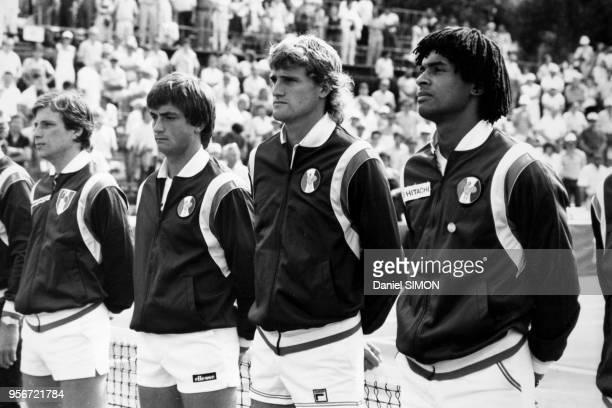 Thierry Tulasne Henri Leconte Gilles Moretton et Yanick Noah avant le finale de la Coupe Davis à AixenProvence le 3 octobre 1982 France