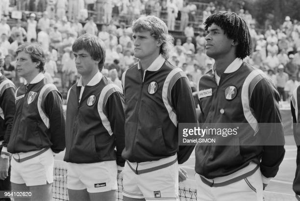 Thierry Tulasne Henri Leconte Guy Moretton et Yannick Noah lors de la Coupe Davis à AixenProvence le 3 octobre 1982 France