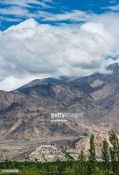 monastero di thikse vicino leh, ladakh, india - etnia indo asiatica foto e immagini stock