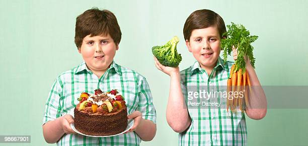 thin and fat twins - chubby boy - fotografias e filmes do acervo