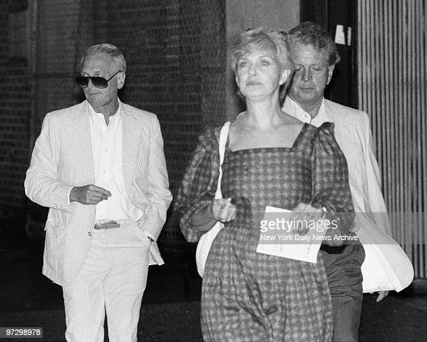 Things didn't go as smoothly when our man with camera caught up with Paul Newman and Joanne Woodward after they saw Glengarry Glen Ross on W 45th St...