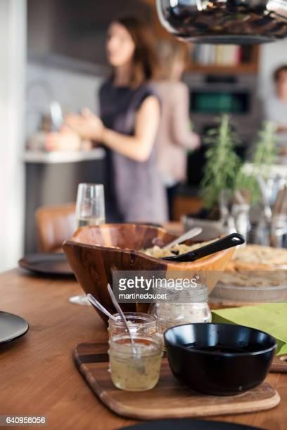 """dingen op een tafel voor een grote familie diner. - """"martine doucet"""" or martinedoucet stockfoto's en -beelden"""