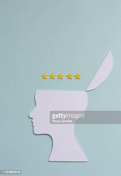 thinking of 5 star review - feedback stockfoto's en -beelden