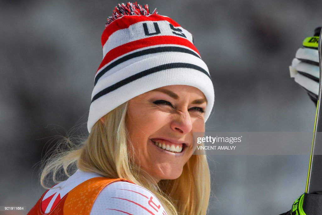 TOPSHOT - Third place USA's Lindsey Vonn smiles during the victory ceremony of the women's Downhill at the Jeongseon Alpine Center during the Pyeongchang 2018 Winter Olympic Games on February 21, 2018 in Pyeongchang. / AFP PHOTO / Vincent AMALVY