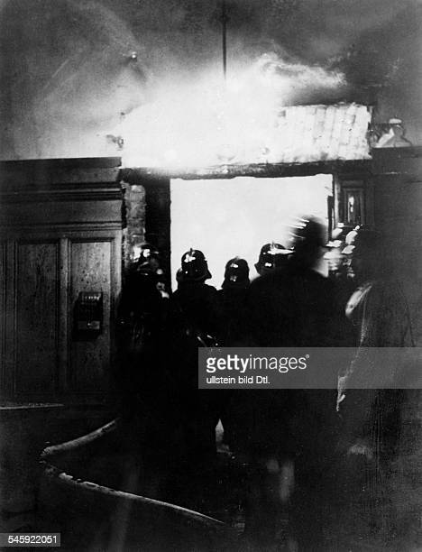 Third Reich burnªng of the Reichstag on night of 27 to Firefighters in front of the plenary assambly hall Photographer Herbert Hoffmann Published by...