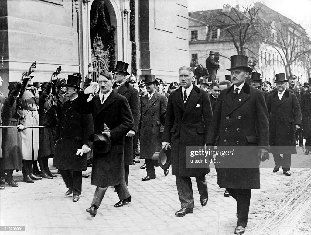 Third Reich , opening of the Reichstag, 'Day of Potsdam' 21.03.1933:The members of the new cabinet on their way to the Garnison-church . First Line chancellor Adolf Hitler and to his right vice-chancellor Franz von Papen; behind Joseph Goebbels (half : ニュース写真