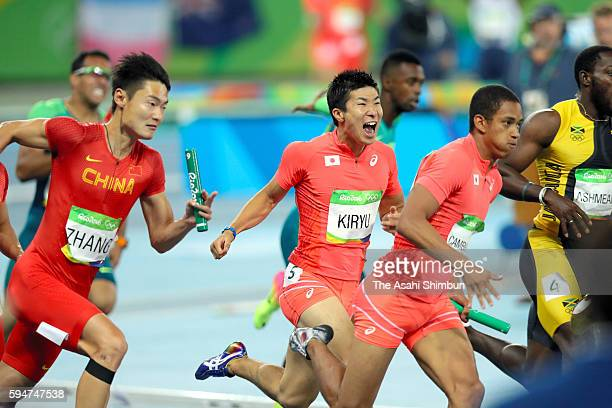 Third runner Yoshihide Kiryu reacts after passing the baton to final runner Aska Cambridge in the Men's 4x100m Relay final on day 14 of the Rio 2016...