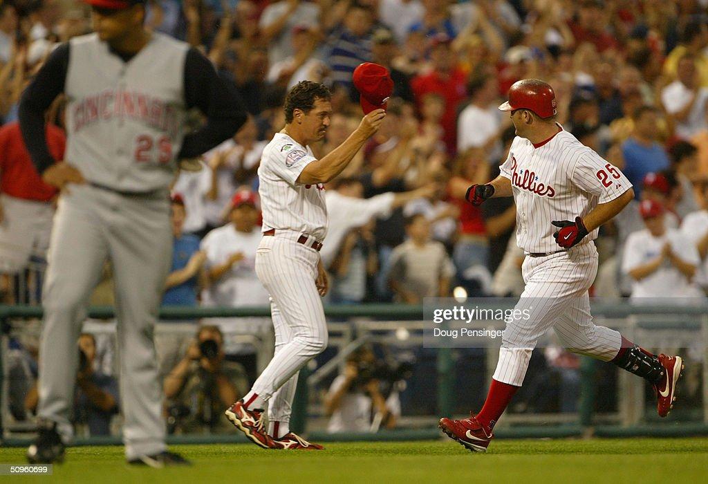 Reds v Phillies : News Photo