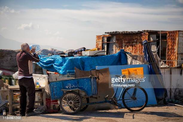 thirsty man drinking water from a bottle on a sunny day - emreturanphoto stock pictures, royalty-free photos & images