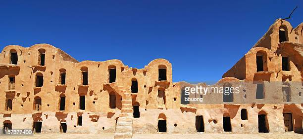 thirtythree windows (ksar ouled sultane - tunez fotografías e imágenes de stock