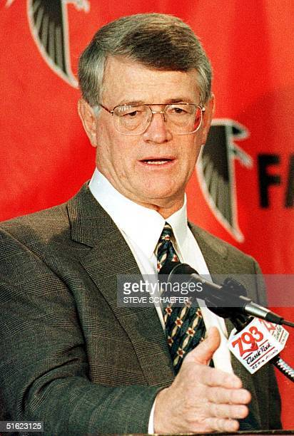 This 1997 file photo shows Atlanta Falcons head coach Dan Reeves at a press conference Reeves complained of a burning sensation in his throat during...