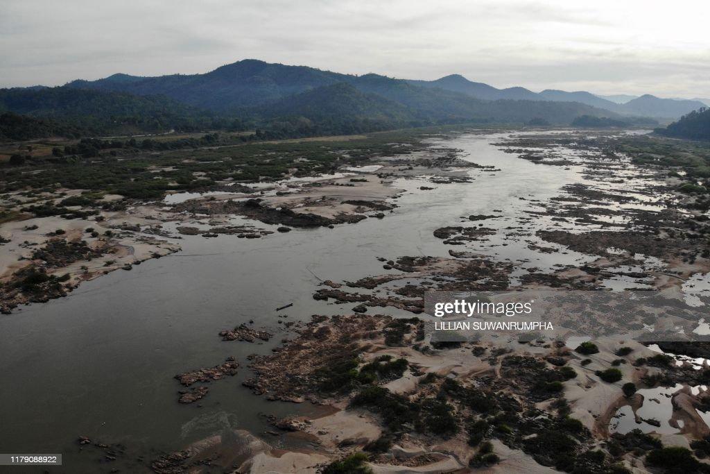 TOPSHOT-THAILAND-LAOS-ENVIRONMENT-DAMS-MEKONG : News Photo