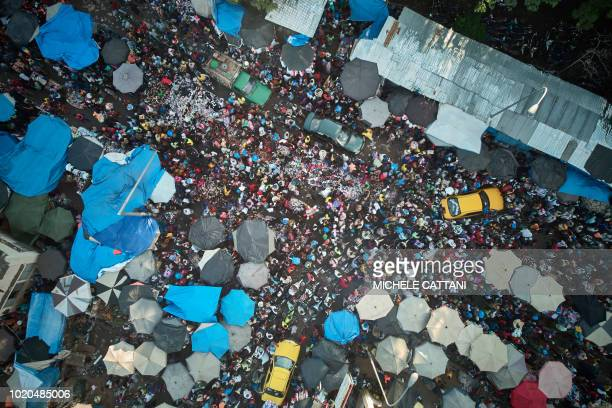 TOPSHOT This aerial view showspedestrians and vehicles flowing through The Central Market in Bamako on August 20 on the eve of the Islamic Festival...