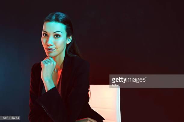 this businesswoman can keep her cool - retrato formal imagens e fotografias de stock