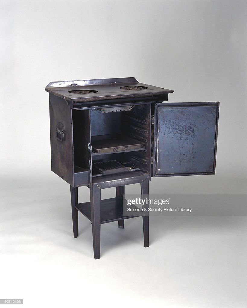 The Belling Modernette electric cooker, 1919. Pictures | Getty Images