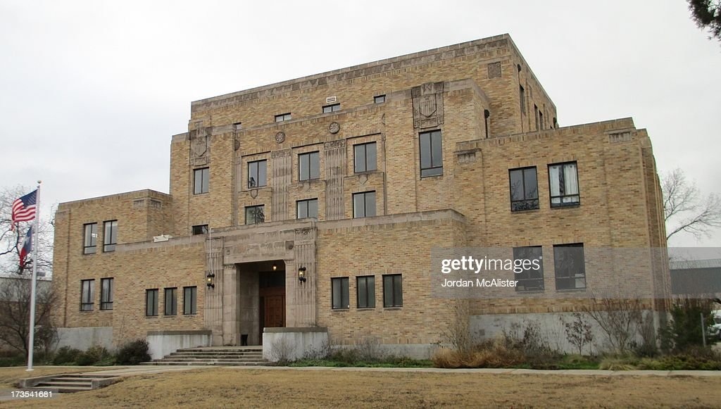 Merveilleux Menard County Courthouse (Menard, Texas)